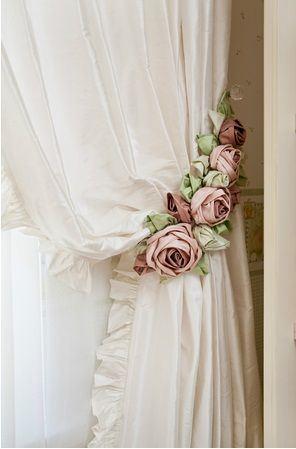 abraçadeira de cortina de flores
