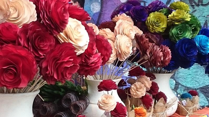feira de artesanato do Largo da Ordem em Curitiba - Paraná - flor de madeira