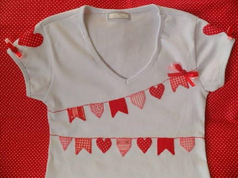 15  ideias de roupa para festa junina - DIY - camiseta com apliques de bandeirinha