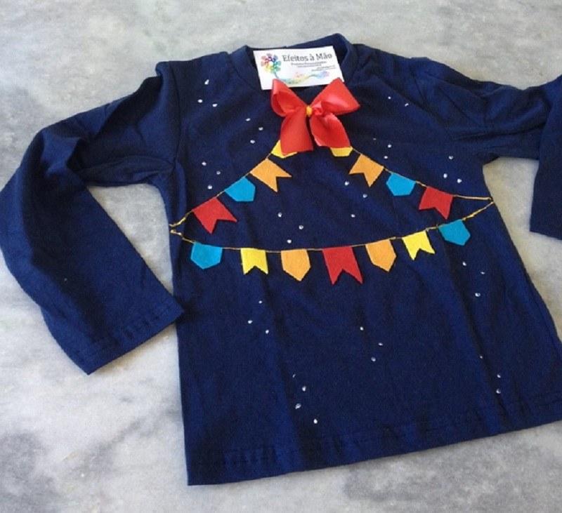 15 ideias de  roupa para festa junina - DIY - camiseta com apliques de bandeirinhas