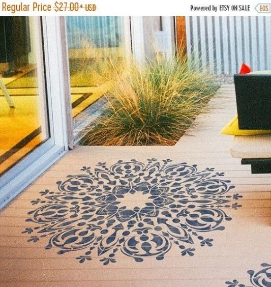 Pintar uma mandala no chão com stencil , efeito lindo!