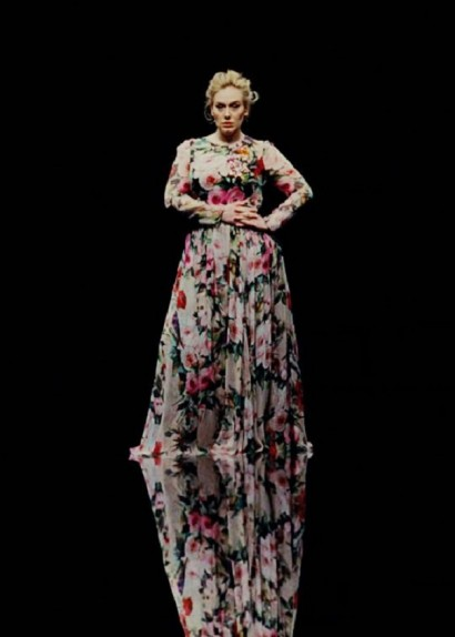 famosas plus size - Adele com Dolce and Gabbana