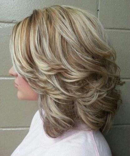 corte de cabelo medio repicado para senhoras