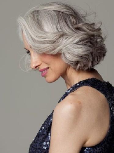 corte de cabelo medio repicado - grisalhos - silver hair 40+ 50+ 60+