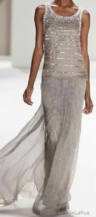vestido para festas de fim de ano - branco pureza, prata sucesso,. cinza equilíbrio