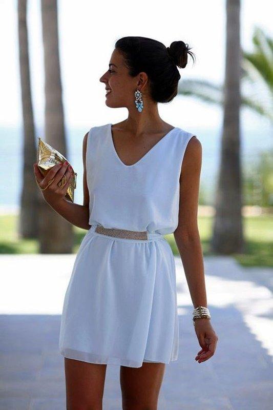 Vestido branco para festa de ano novo na praia - moda anti-idade 50+ 60+