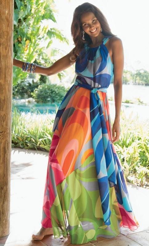 Vestido colorido para festas de fim de ano na praia - moda anti-idade