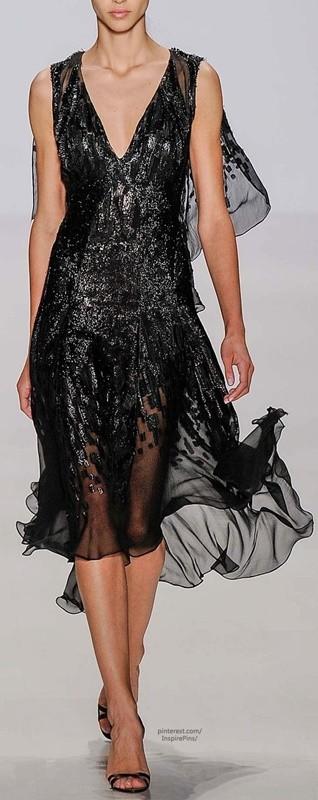 Vestido preto com brilho para festas - moda anti-idade