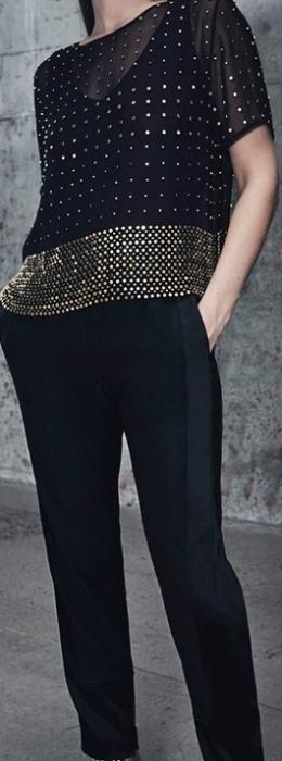 conjunto preto com detalhe dourado - moda anti-idade