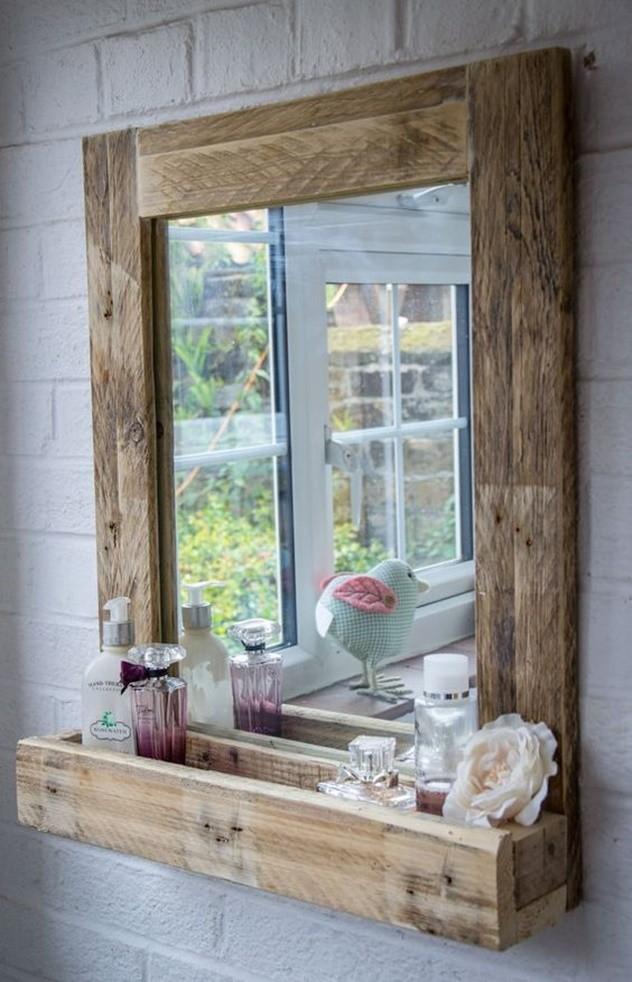 decoração com espelho com moldura rústica