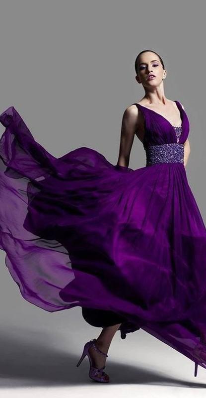 moda ultravioleta - cor pantone 2018 - vestido