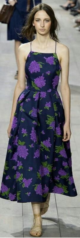vestido cor ultravioleta