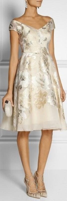 Moda senhoras - vestido curto para bodas de ouro