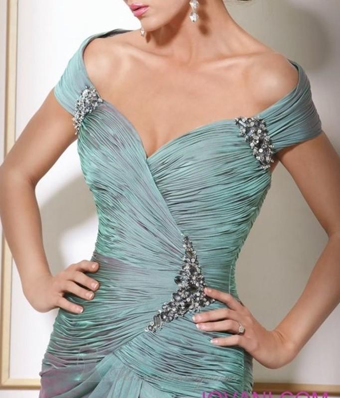 Moda anti-idade - decote do vestido de festa