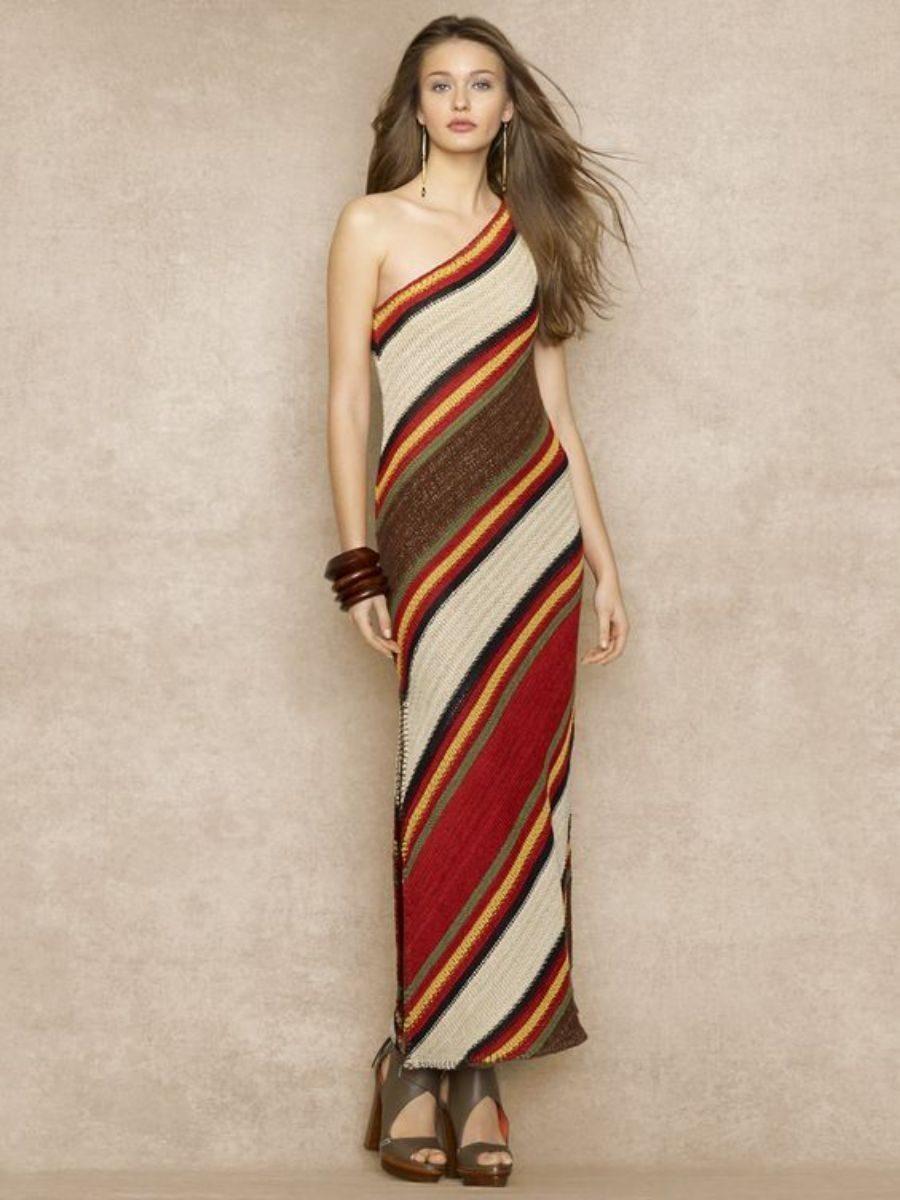 Moda anti-idade: vestido de listras diagonais