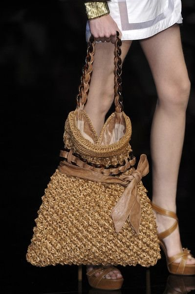 Bolsa de crochê do estilista Ermanno Scervino