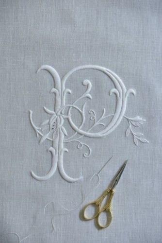 Bordando monograma - requinte e sofisticação nas peças