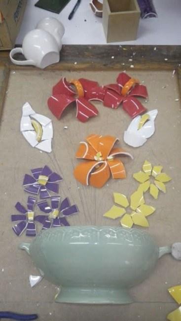 DIY - mosaico picassiette com louças e xícaras quebradas