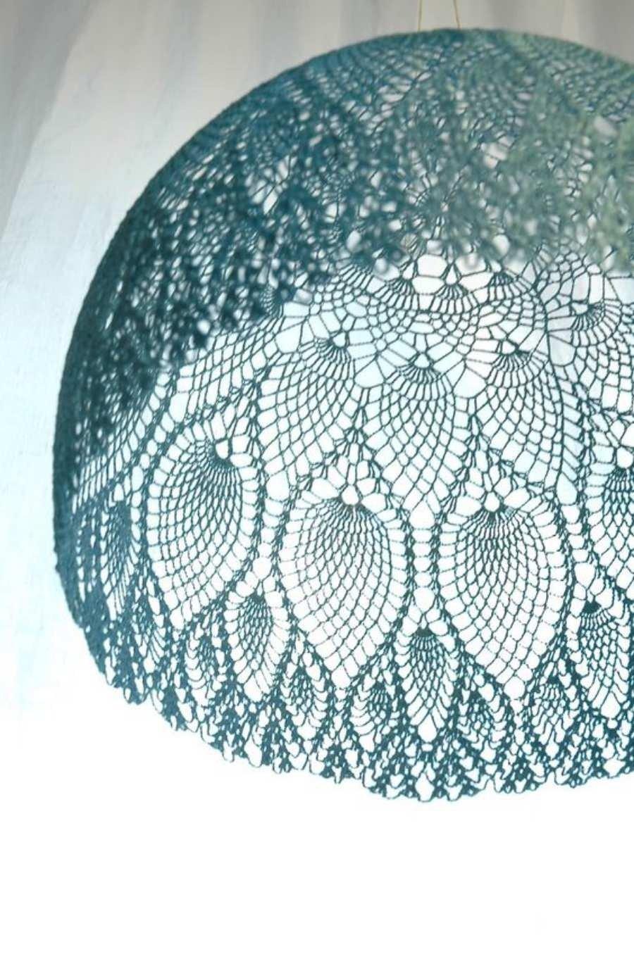 Luminária com ponto abacaxi em crochê