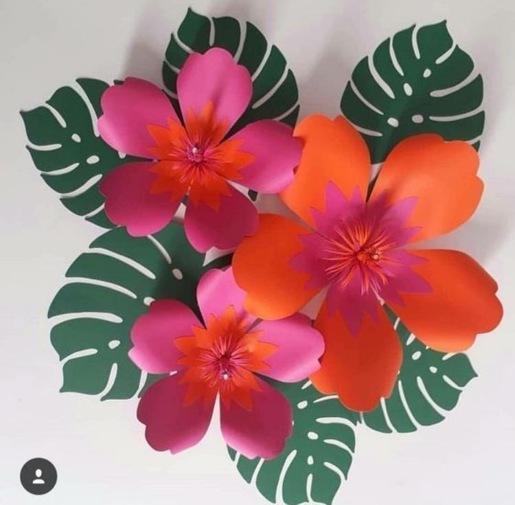 Festa havaiana com flores gigantes de papel