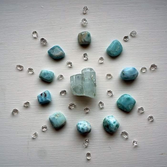 Boas vibrações: Monte a sua grade de cristal linda e poderosa!