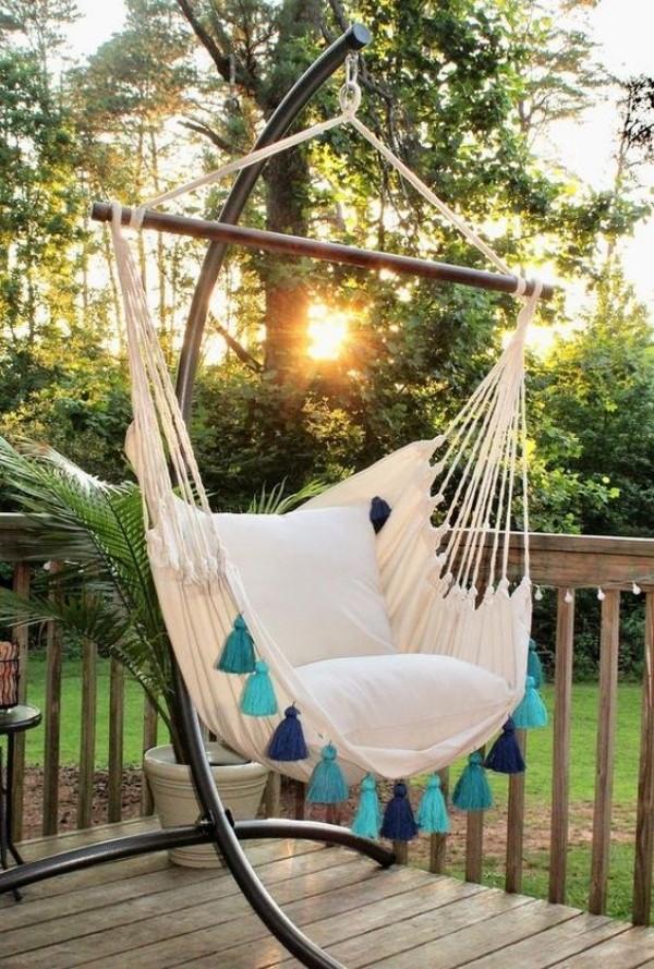 A tendência da poltrona suspensa, aconchegue-se e relaxe!