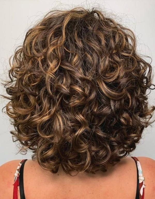 Bem na foto: +18 Cortes para cabelos curtos encaracolados ou crespos