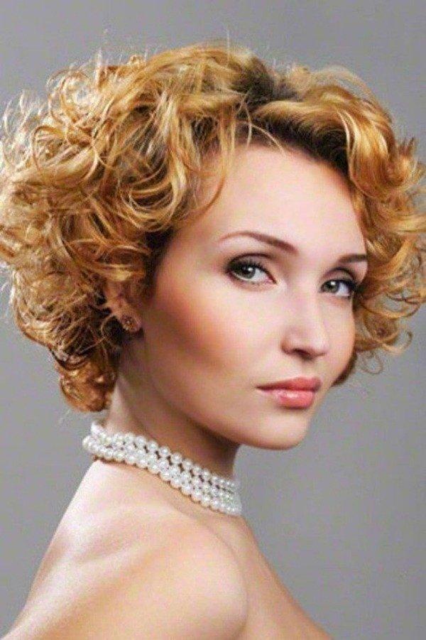 06-corte-cabelo-curto-com-cachos-para-senhoras
