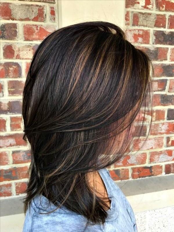 Bem na foto: Corte médio para cabelos lisos