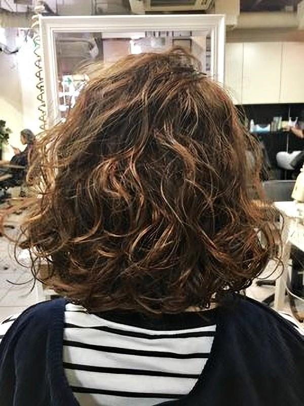 Bem na foto: 17 ideias de cortes de cabelos médios com cachos