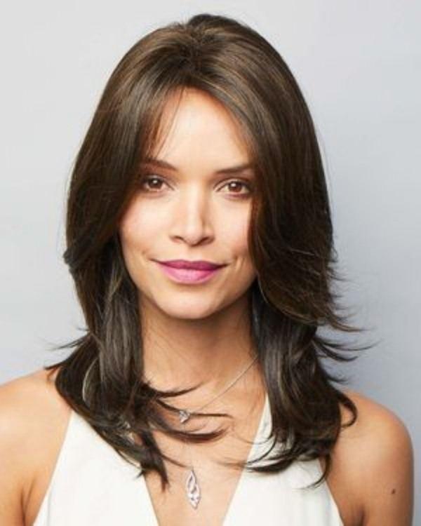 Bem na Foto: 15 Ideias para corte de cabelos médios lisos
