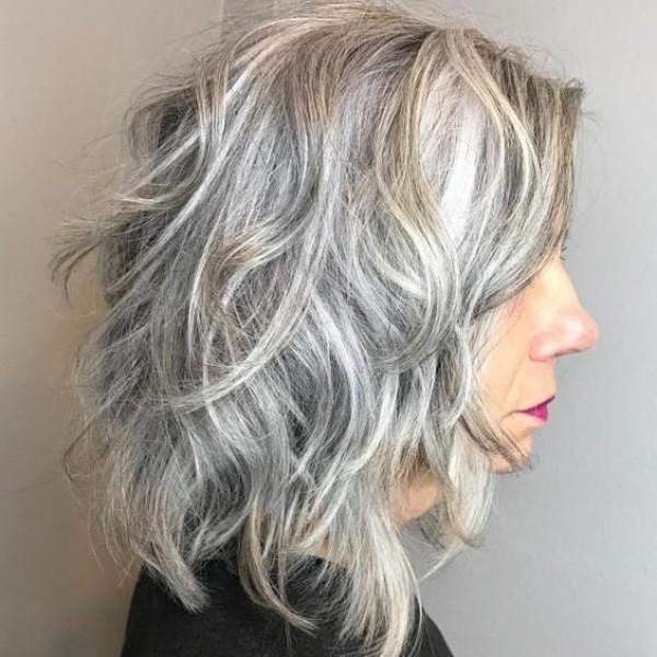 Corte para cabelos brancos ou grisalhos lisos