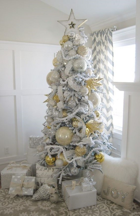 Árvore de natal tradicional branca