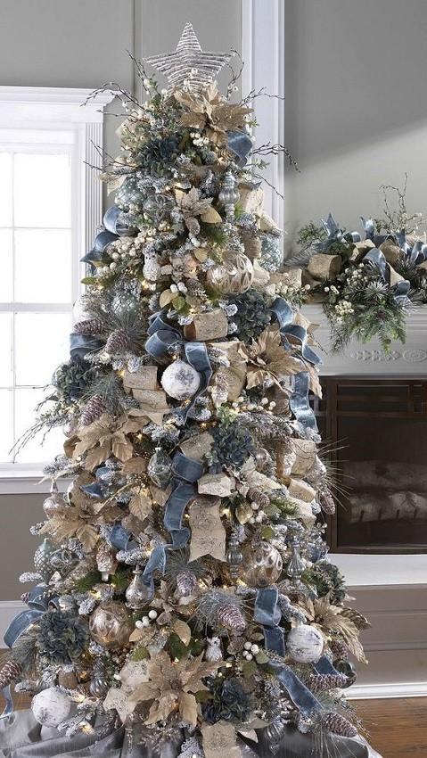 Árvore de natal branca com laços de veludo azul