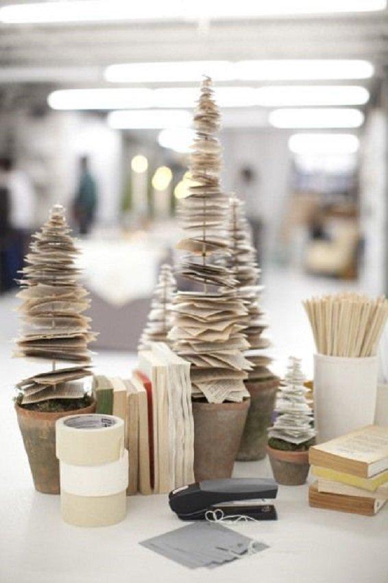 Árvore de natal de mesa feita com folhas de papel - xstmas tree