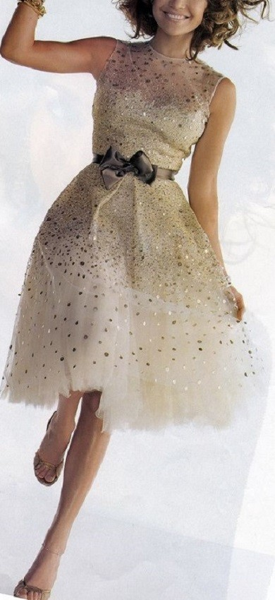 Vestido com detalhe dourado para festa de ano novo