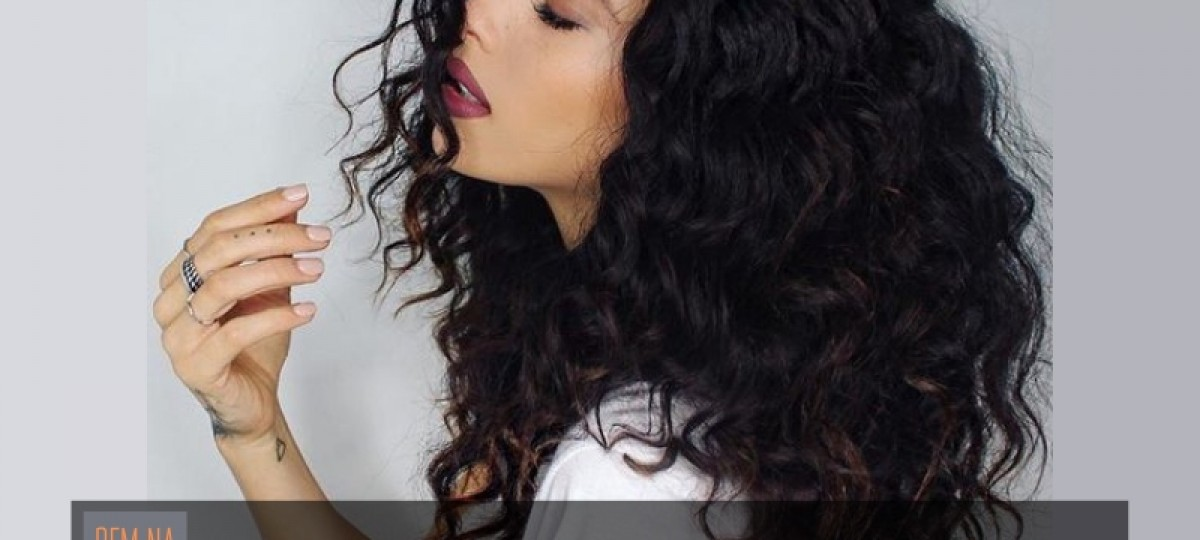 Bem na foto: 16 Cortes de cabelos cacheados médios
